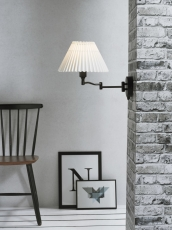 Væglampe Break m/sving arm og hvid plisseskærm, sort